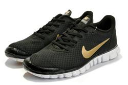 En av grupperna fick ett par Nike Free 3.0 att genomföra delar av sin träning i