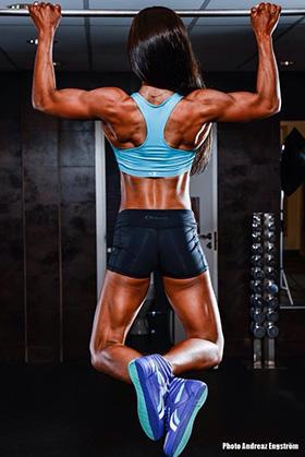 För att göra många chins eller dips behöver du vara riktigt stark i övningen