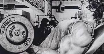 Arnold styrketränar