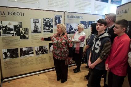 trans-history_exhibition_chernivtsi_1200x800_lev499701