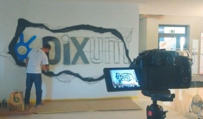 Live street art in the pixum building.
