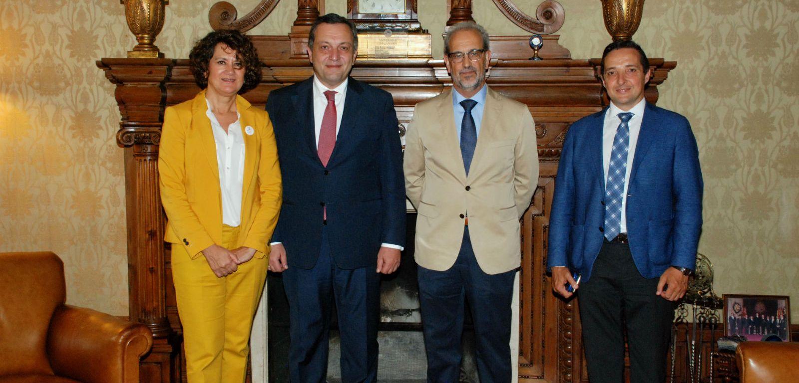 El embajador de Armenia en España visita la Universidad de Salamanca