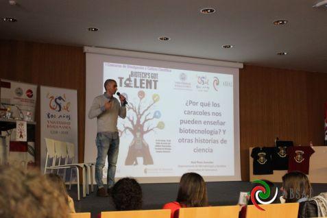"""Raúl Rivas y su charla """"¿Por qué los caracoles nos pueden enseñar Biotecnlogía? y otras historias de la Ciencia"""""""