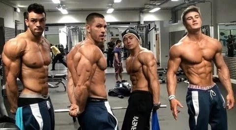 Bodybuilder faisant croire qu'ils sont naturels