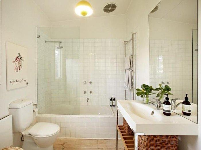 e a banheira Banheiro Pequeno Decorado
