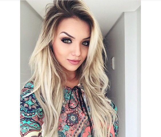 cores de cabelo feminino Loiro com a raiz mais escura