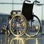 Peste 130 de persoane cu dizabilităţi din Dej aşteaptă plata indemnizaţiilor pentru însoţitori