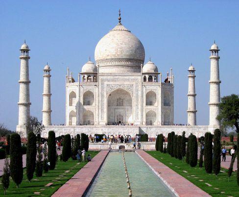 Monumentul Taj Mahal,   situat în oraşul Agra,   India,   a fost construit de împăratul Shah Jahan drept mausoleum pentru soţia sa,   Mumtaz Mahal. Clădirea a fost construită în perioada 1630-1653. În 1983,   Taj Mahal a devenit parte din patrimoniul mondial UNESCO şi rămâne până astăzi printre cele mai vizitate şi faimoase monumente din lume.
