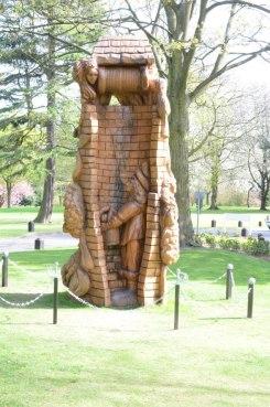 Stevens-Wollescote-Park-Stourbridge-Wooden-Sculpture