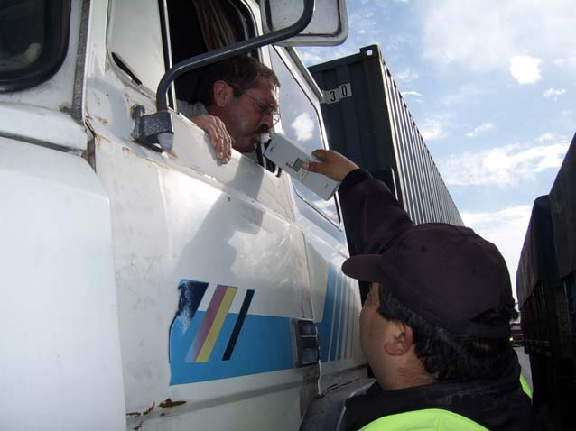 control-alcoholemia-camion-policia-provincia-buenos-aires