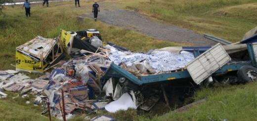 Camión volcado (Foto: LaVoz)