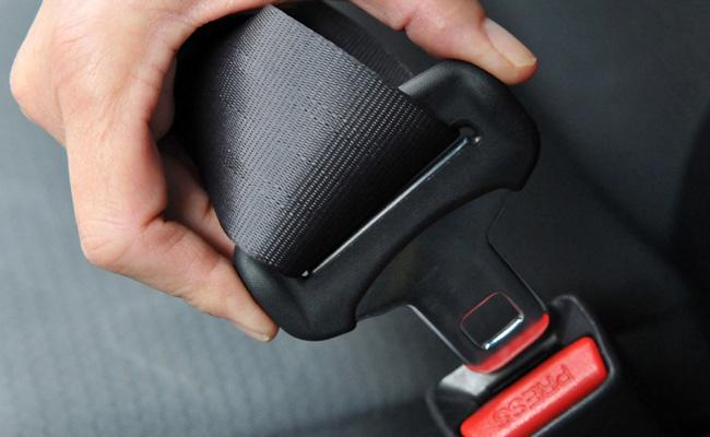 cinturon de seguridad abrochado