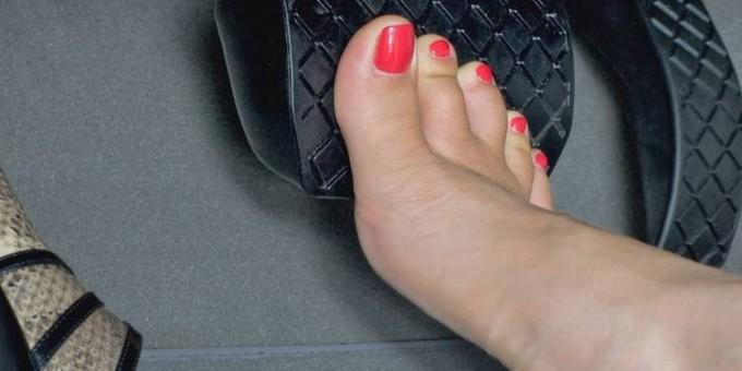 conducir-descalzado