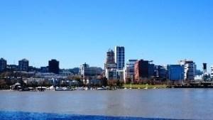 ウィラメット川の向こうに見えるダウンタウン
