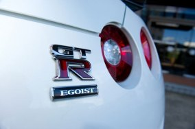 Usain-Bolt-Nissan-GT-R-G8