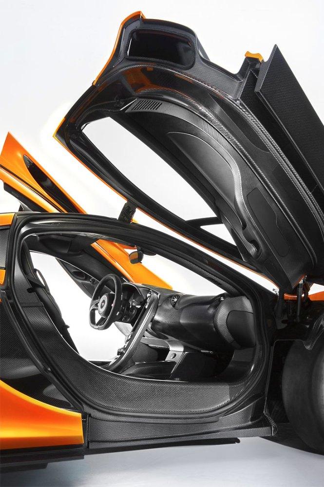 McLaren-P1-interior_G2