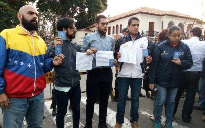 Diputados madrugaron en Comandancia de la Guardia Nacional para exigir cese de represión en protestas