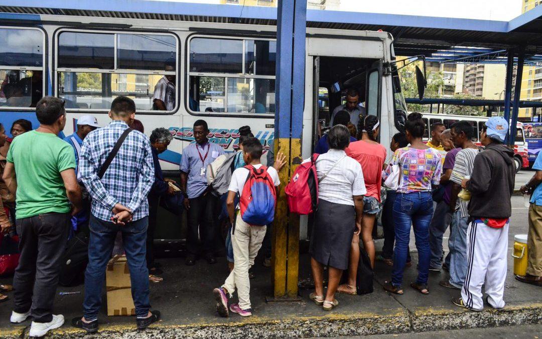 Colapso del transporte público propicia el agravio contra las mujeres