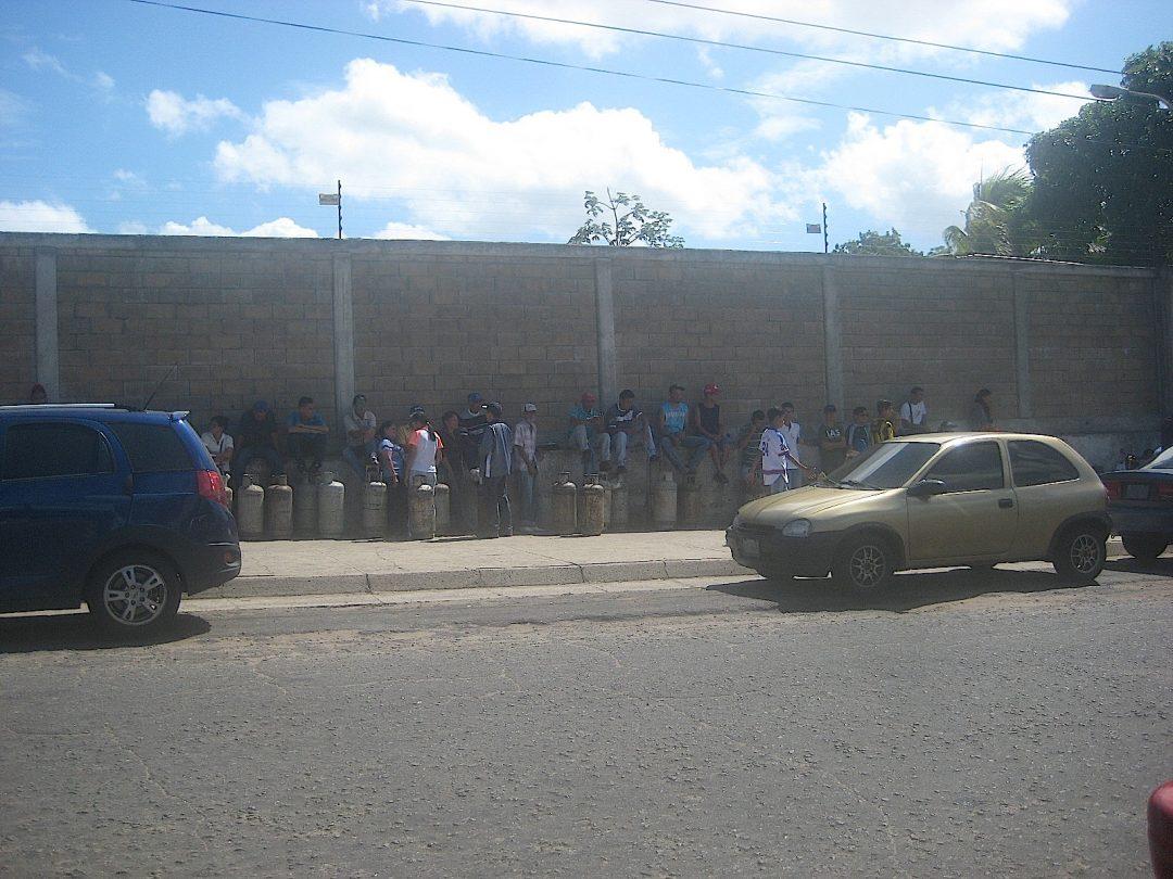 FOTO. GAS Colas en Tigasco