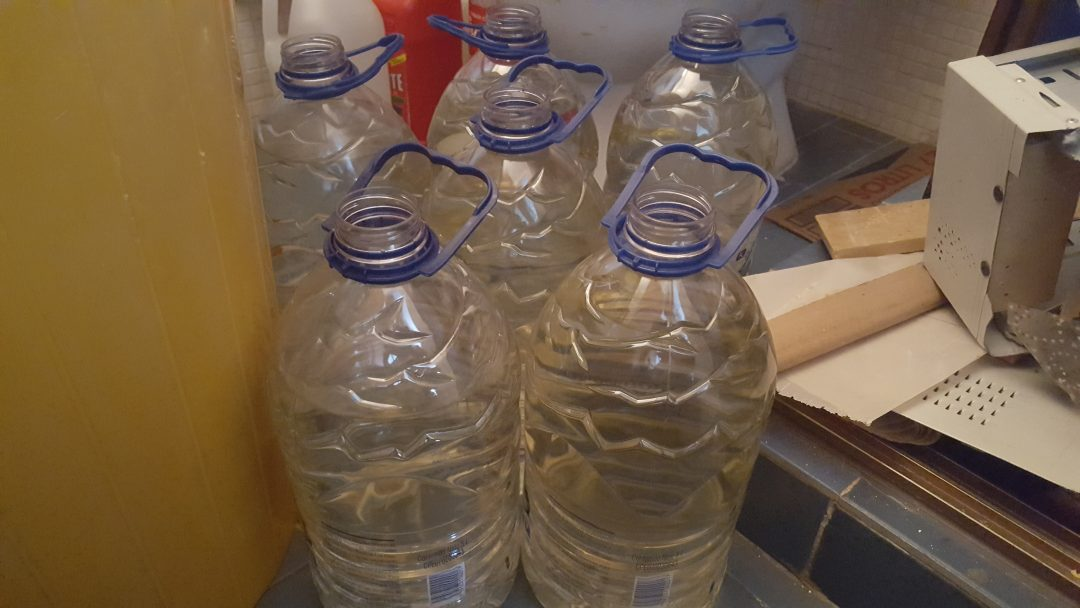 FOTO 1 Denuncian agua amarillenta