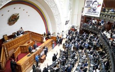 Denuncian tratos crueles contra los diputados Gilber Caro y Renzo Prieto