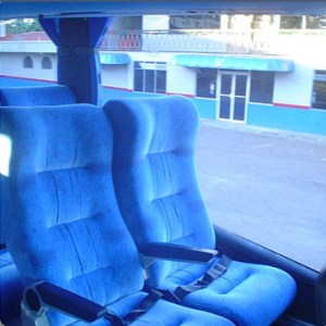 Bus con capacidad para 50 personas