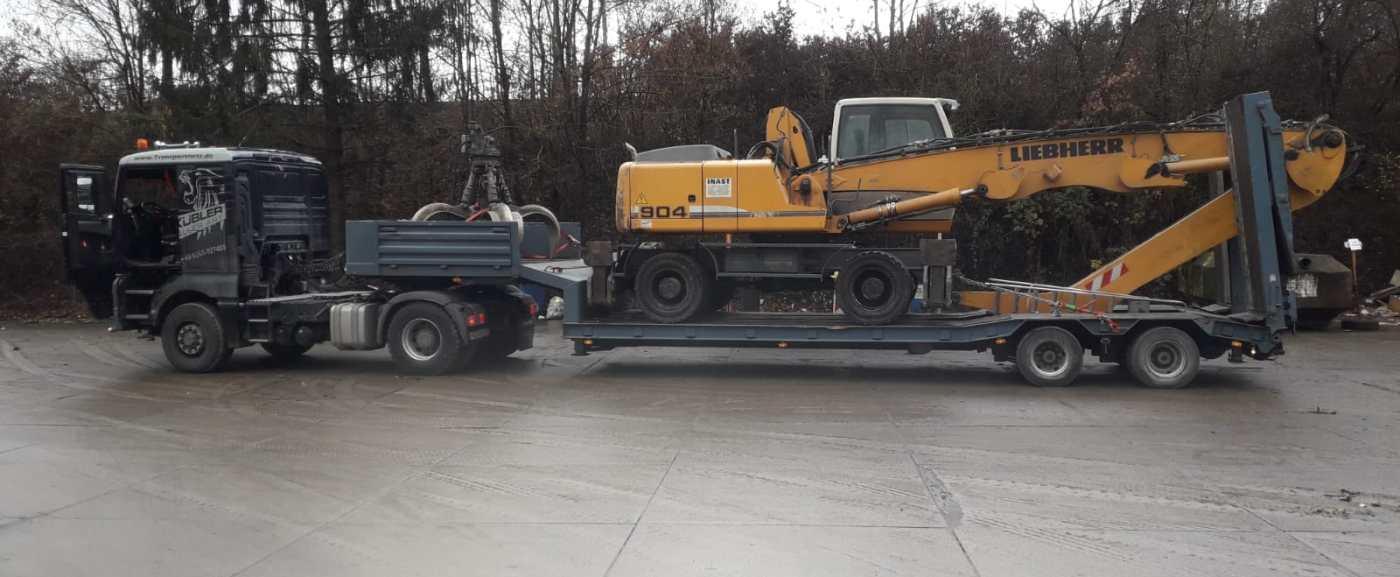 Tiefladertransporte von Baumaschinen