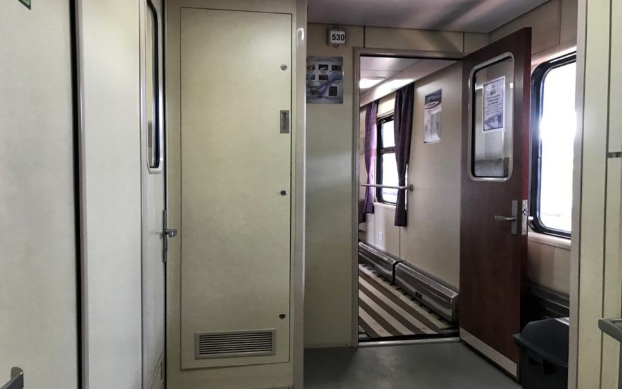 Eingangsbereich im Wagon der 2. Klasse