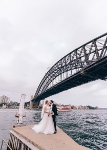 beautiful aussie wedding at sydney harbour bridge