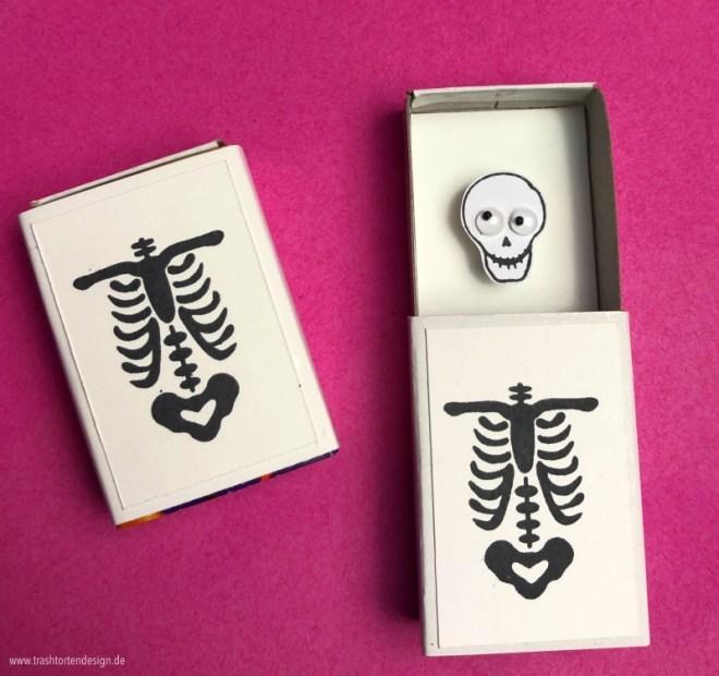 diy_halloween_idee_basteln_Streichholzschachtel_skelett