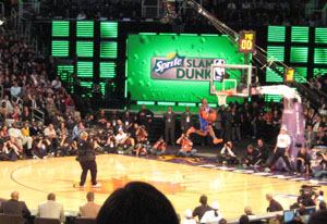 Nate Robinson dunks in the 2009 Sprite Slam Dunk contest