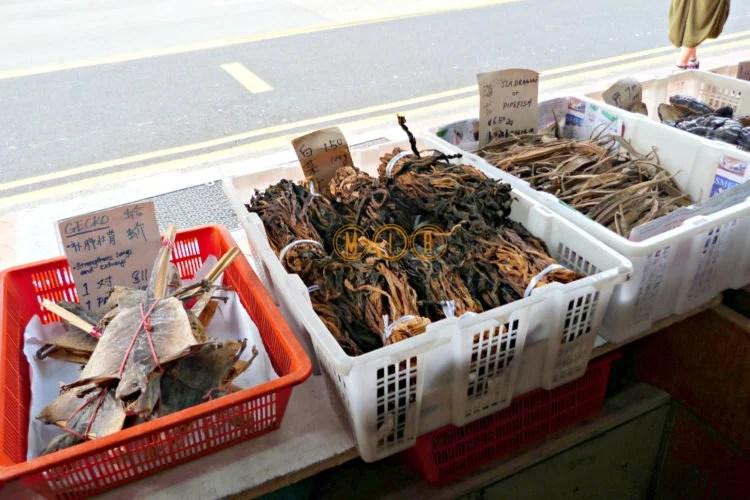 Puestos de comida callejeros en Chinatown Singapur
