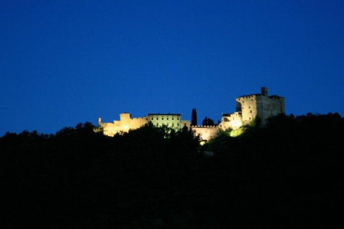 Vista nottura di Rocca d'Olgisio - Pianello Val Tidone