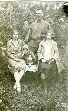 Анна Петровна (ур. Петренко, сестра бабушки) и Иван Федорович Соболевы с дочками Шурой и Леной. Одесса, 1932