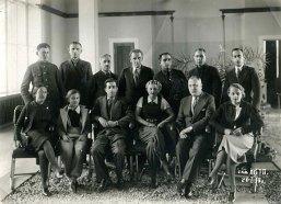 В санатории НКТП. Сидят слева направо: жена оператора Мартова, Наташа Трауберг, инженер Яша, С. З. Магарилл, летчик Маврикий Слепнев, В. Н. Трауберг. 1939
