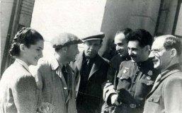 Наташа, Л. З. Трауберг, Э. К. Тиссе и другие. Алма-Ата, 1944