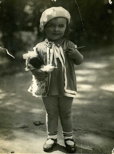С зайцем Лялькой. Ленинград, 1930