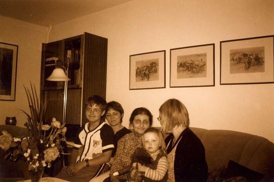 С дочкой Марией, невесткой Аудрой и внуками Йокубасом и Сибиле. Вильнюс, 2005. Фото И.Вапшинскайте