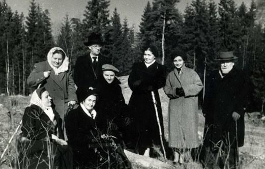 С сотрудниками института ВИЯК на Клязьме, 1953