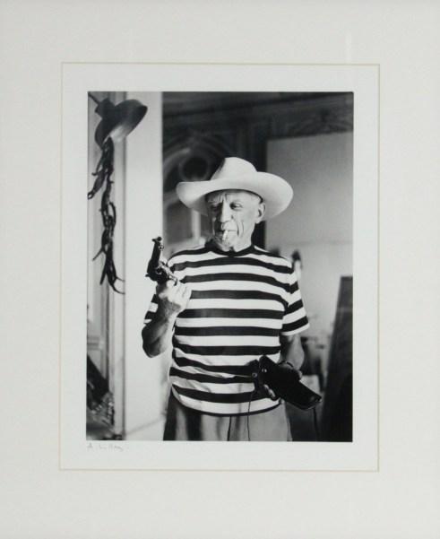 """""""Picasso avec le revolver et le chapeau"""", 1959, André Villers - Fólio Livraria"""