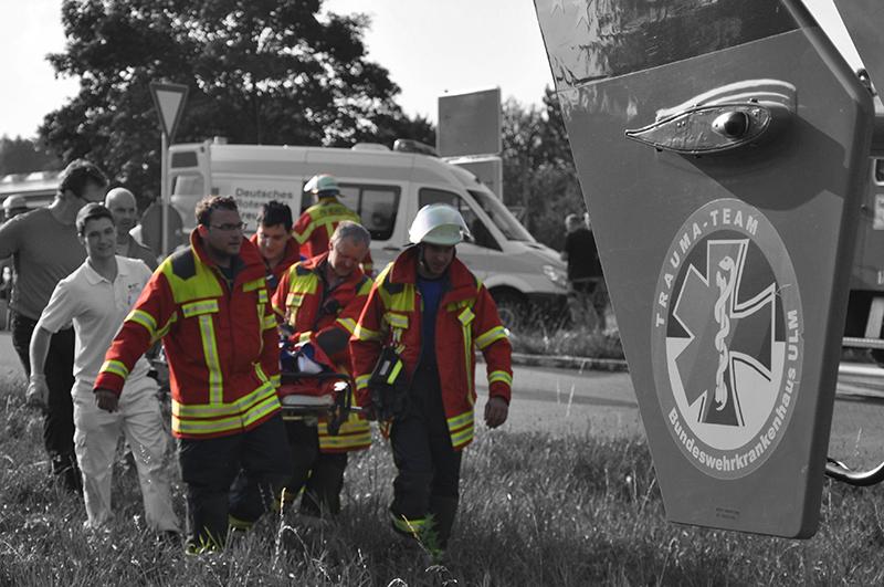 Ehrenamtliche Feuerwehr-Mitglieder im Einsatz