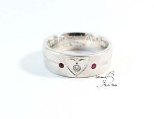 Ehering mit Diamant und Rubin