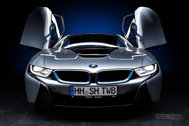 BMW i8, Ansicht von links vorn, Flügeltüren offen, Autofotograf: Stephan Hensel, Hamburg