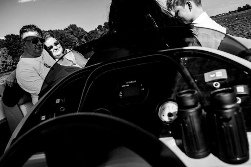 Cockpit bei freie trauung bei hochzeit in hamburg auf dove elbe bei bergedorf auf dem boot mit traurednerin trautante friederike delong festgehalten von steven herrschaft