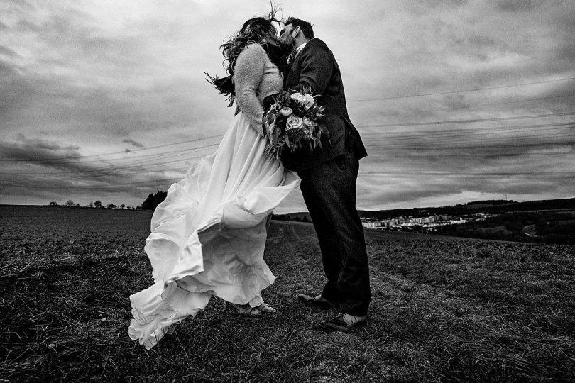 Parshoot bei Bekräftigungszeremonie BEZZI mit freie Trauung bei Hochzeit mit Traurednerin Trautante Friederike Delong von Hochzeitsfotograf Steven Herrschaft