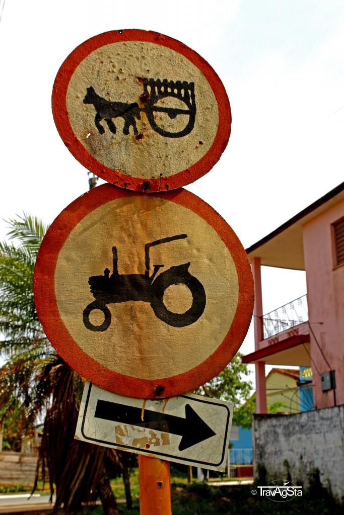 Straßenschilder in Vinales, Kuba - nicht in einem Museum!