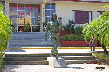 Estatua Che y Niño, Santa Clara, Cuba