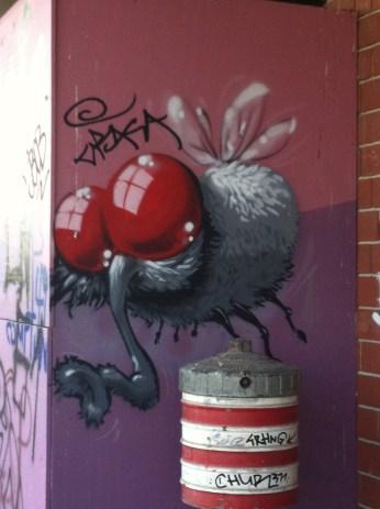 Love stumbling across street art!