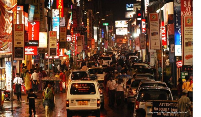 10 Most Colourful Bazaars in India : Commercial Street Banglore