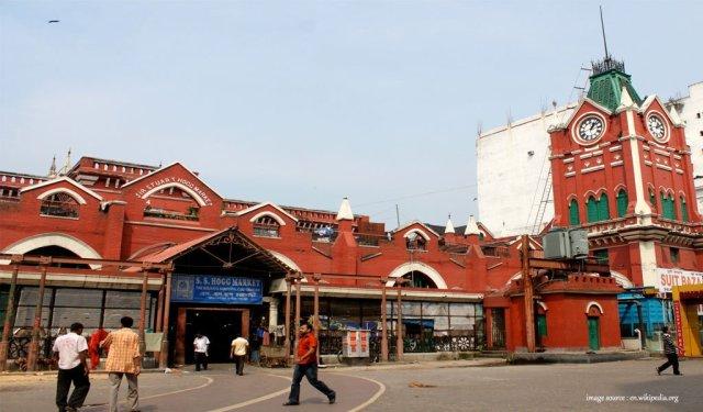 10 Most Colourful Bazaars in India : new market kolkotta
